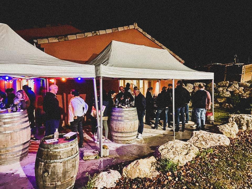 déguster le vin de la côte du rhône lors d'un événement
